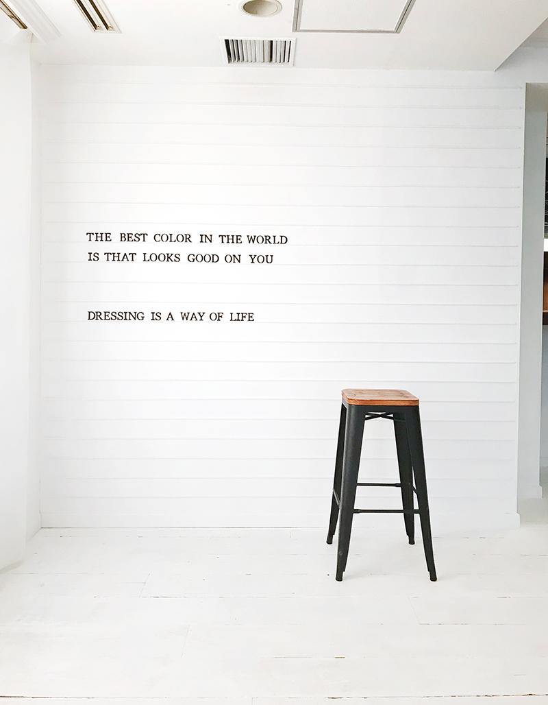 罫線付きの白壁と白床エリア