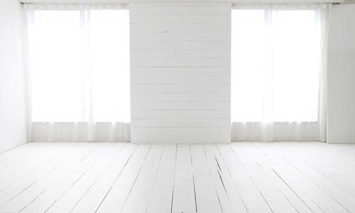 シエル-白板の壁と白木床