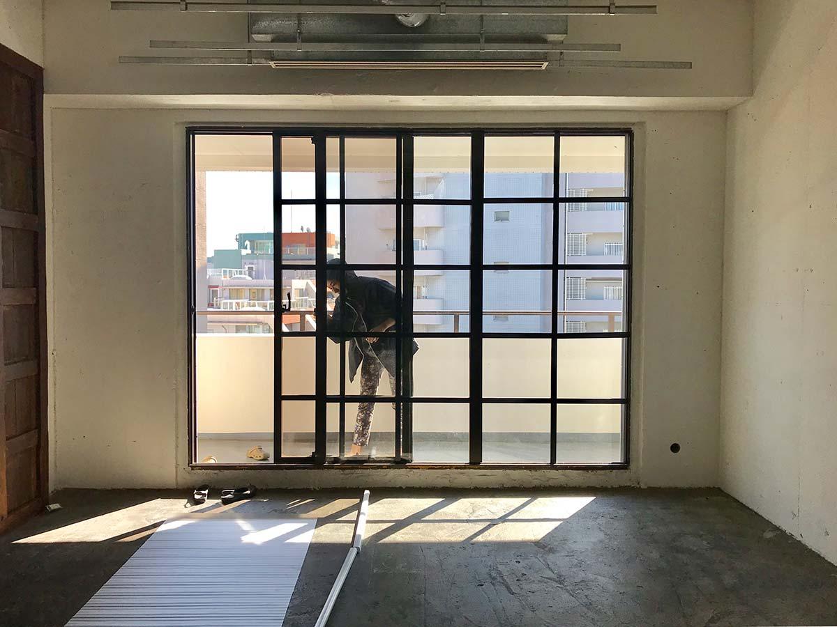 黒格子窓にフィルター・椅子の一部のカラー変更